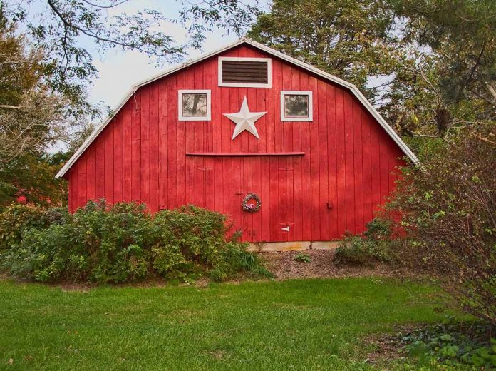What Is the Difference Between a Pole Barn and a Barndominium
